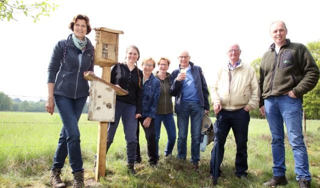 De insectenhotels werden zondag officieel geopend tijdens een specialewandeling van het IVN Heeze-Leende. Foto: Theo van Sambeek