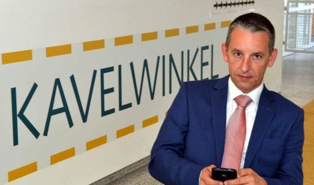 Arjen Dubbelaar vraagt zich af of wethouder Joris Wijsmuller grip heeft op de Kavelwinkel (Foto: Jos van Leeuwen)