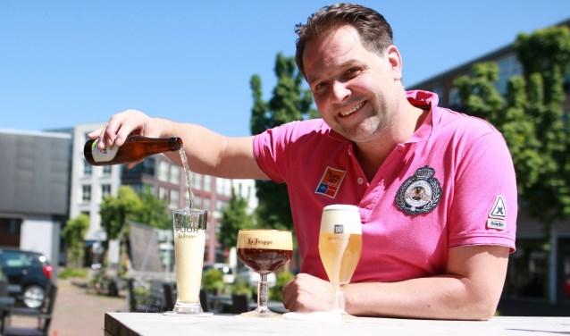 """Hans-Jurgen: """"Een hobbybrouwer heeft alleen voor dit festival witblond schuimend bier gebrouwen. Dat hebben we Prinsessenbier gedoopt vanwege Kings and Queens."""" www.kandq.nl (Foto: F. Breimer)"""