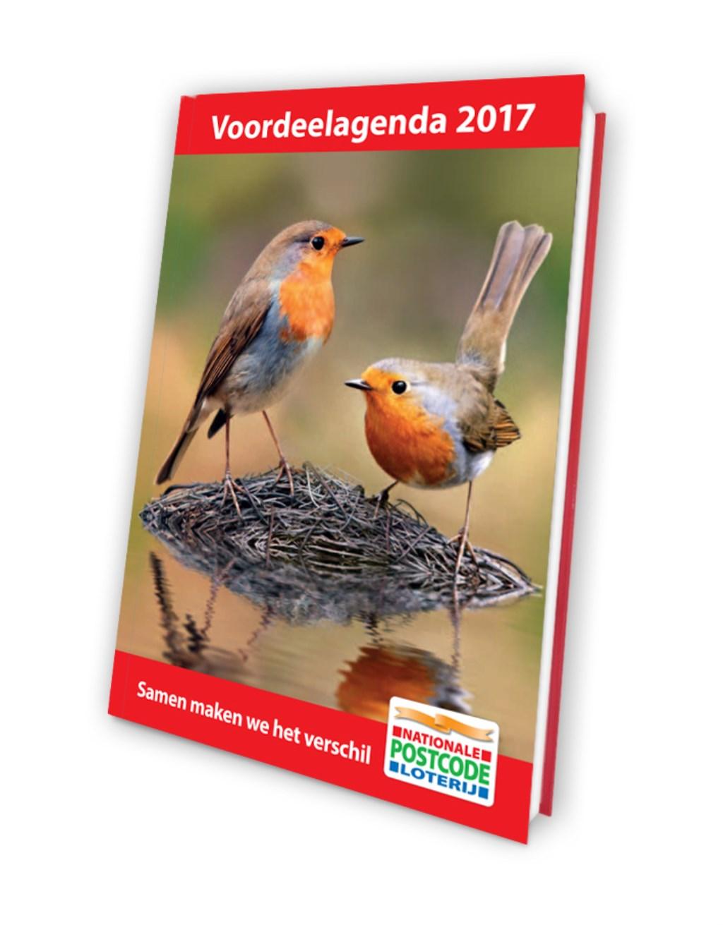 """""""De voorkant van de agenda 2017 van de Postcode Loterij agenda is ook van mijn hand."""" Foto: Ad Spruijt © Persgroep"""