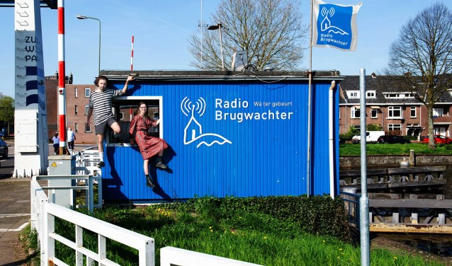 Radiomakers Stan Gonera en Floors Snels staan achter het roer van Radio Brugwachter en maken daar de komende zomer radio.