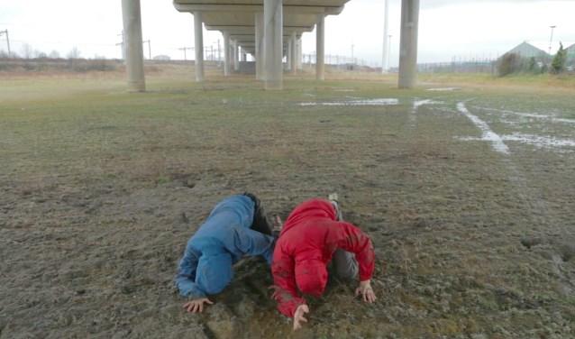 Dansers Yuri Bongers en Anja Reinhardt werken in alle weersomstandigheden.