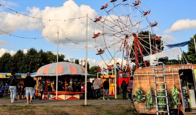 Onder de naam Circus BeleefhetinMill.nl is er een heus circus tijdens het zomerfestival.