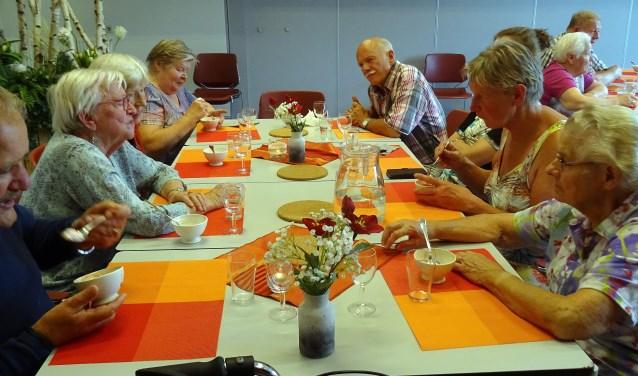 De eerste editie van 'Eten verbindt' georganiseerd door Eetgroep Rekken op 5 juni was een succes. Foto: Jaqueline Knappstein