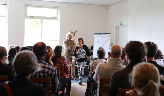 Roeland en Vonne Hoefsloot tijdens lezing open dag van De Kleine Tiki