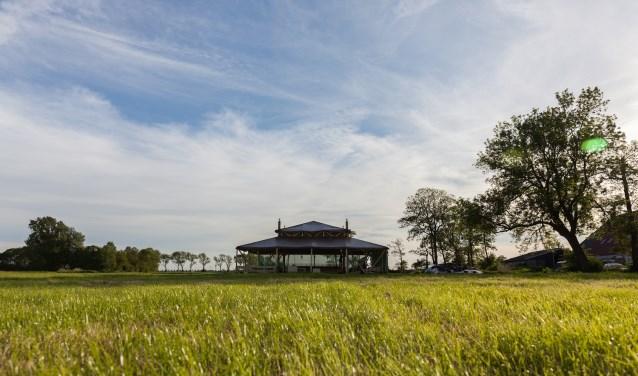 Het mobiele theater van Toneelgroep Jan Vos, dat tot 8 juli neerstrijkt op Landgoed Het Nijenhuis, is het decor van twee thema-avonden.