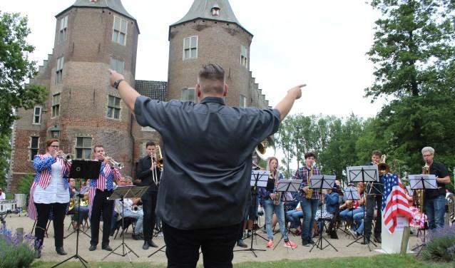 Op 24 juni is er een gezellig, muzikaal kasteeltuinconcert in Dussen.