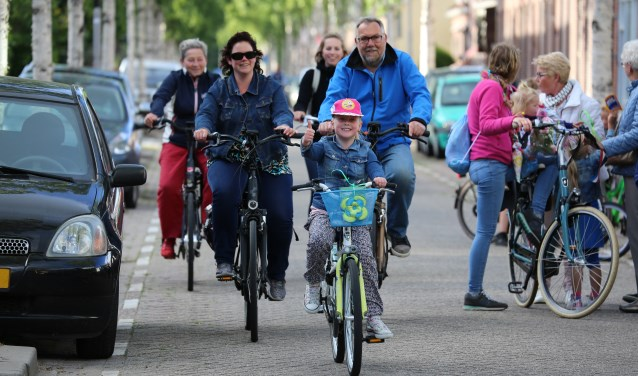Groot en klein, iedereen ging op de fiets. (Foto: Leen Kruithof)