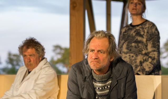 Marcel Faber en Trudi Klever spelen Hessel en Anke Kroes, twee 'plankgasboeren' die hun leven weer op de rails proberen te krijgen na een noodlottig tractorongeluk, waarbij hun zoontje om het leven kwam.