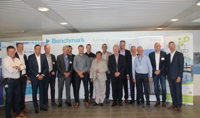 Door het zetten van een handtekening zijn meerdere partijen een samenwerkingsverband aan gegaan dat vaker tot droge voeten in Almelo moet leiden