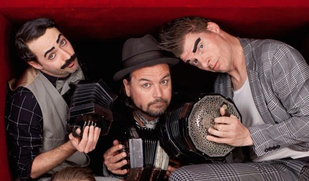 Drie van de vijf leden van Wëreldbänd. (Foto: Jaap Reedijk)