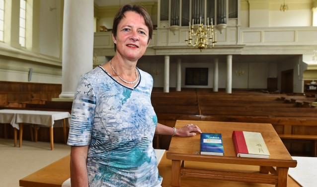 Dominee Hilde van de Zwaag-Visser neemt afscheid van de Nederlandse Hervormde kerk Gendringen. (foto: Roel Kleinpenning)