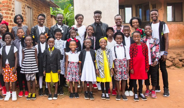 Het Watoto kinderkoor uit Oeganda.
