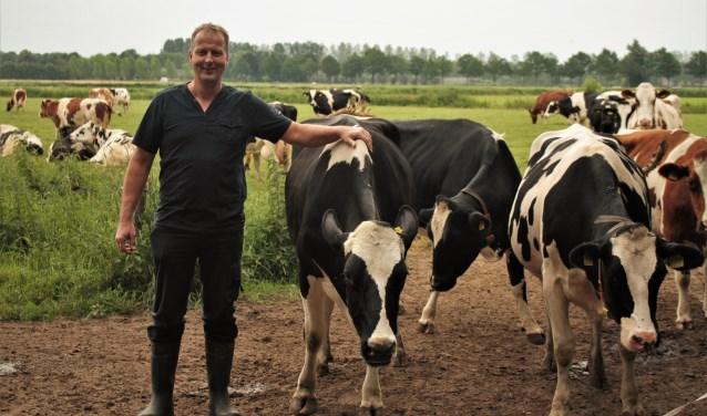 Melkveehouder Alexander Vugts is een van de boeren die in de problemen is gekomen door de maatregel van de overheid om het fosfaatplafond te verlagen. Met zijn collega's komt hij in actie om zijn bedrijf te redden.