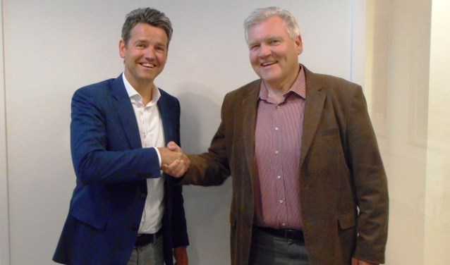 Lucien Peeters (links) en voorzitter Charles Lohnstein. (Foto Ruud Geerts)