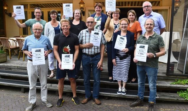 Veel blije gezichten dankzij de cheques van S.A.M. (foto: Roel Kleinpenning)