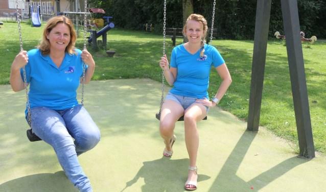Sylvia Pullen (links) en Jolien Bouman zetten zich met hun Stichting High 5 in voor mensen met een beperking. Foto: Hans van den Eeden