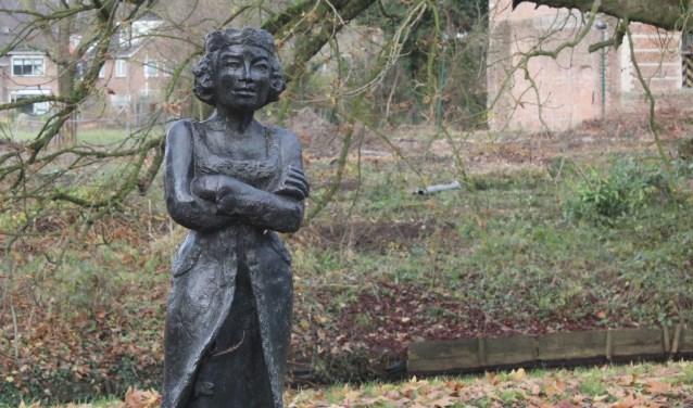 Vrouw Berthe is abrupt van haar vertrouwde plekje het Kasteelpark in verhuisd. (Foto: Lysette Verwegen)