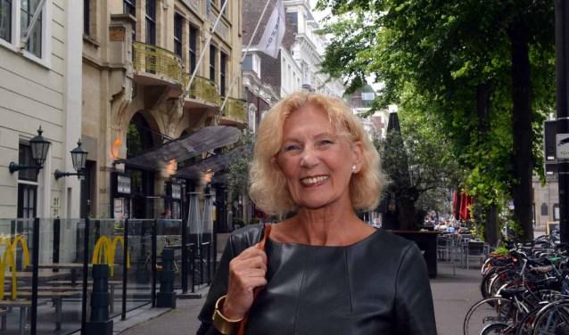 """Marja Bode: """"Dat hele plein daar bij het Buitenhof en die terrasjes, vind ik erg leuk."""" (Foto: Jos van Leeuwen)."""