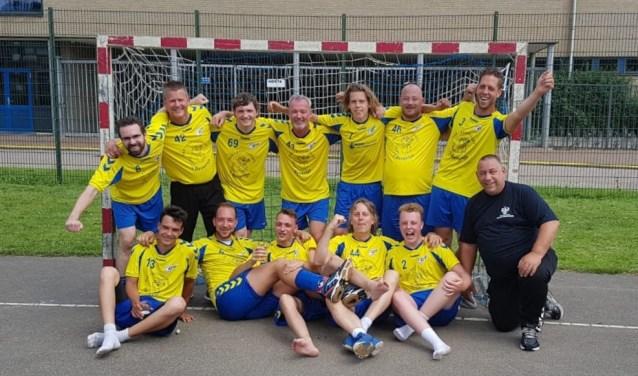Zondag is heren 1 van handbalvereniging DES '72 uit Papendrecht kampioen geworden! (Foto: Privé)