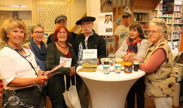 De deelnemende kunstenaars aan Goes En-Passant die in juni en juli in de Goese binnenstad gehouden wordt. FOTO: Leon Janssens