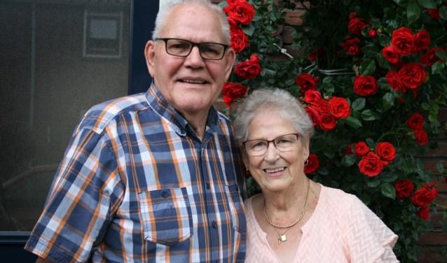"""Na zestig jaar huwelijk heeft de heer Koos Tollenaar een diep respect voor zijn vrouw Nel, die door de drukke bezigheden van haar man vaak alleen thuiszat: """"Zij heeft zoveel moeten slikken."""""""