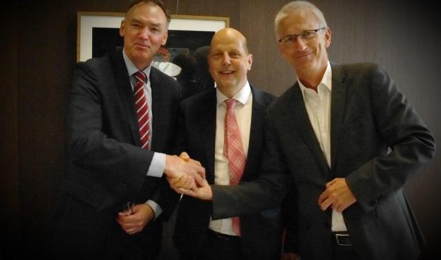Handdruk directeuren. v.l.n.r. P.L.J. Bos (VRU), J. Post (ODRU) en H. Jungen (RUD Utrecht)