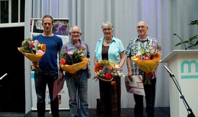De prijswinnaars van rechts naar links: Wim van Vught, Gezien van der Tempel, Huub van der Hagen en de broer van winnaar Gabriel Moll van Charante, die namens hem de prijs in ontvangst nam.