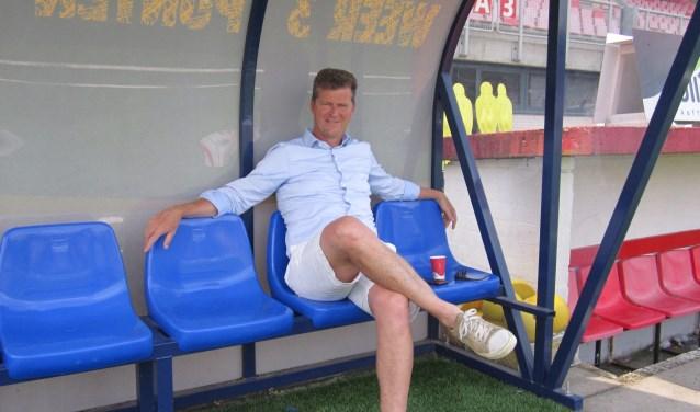 """Veel tijd om van het mooie weer te genieten, heeft directeur van FC Oss niet. """" In mijn dubbel functie als algemeen- en technisch directeur komen er veel deadlines op me af"""", legt Peter Bijvelds uit."""