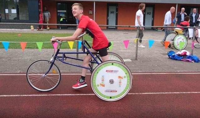 Een stralende Lars Elfrink in actie op zijn racerunner. Lars boekte een clubrecord. (foto: PR)