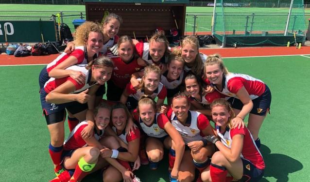 De vrouwen van de hockeyclub Pollux wonnen met 2-0 van Derby en blijven in de race voor promomotie. (Foto: Fleur Brouwer).