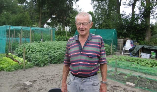 Bob Hellendoorn is blij met zijn volkstuin in Lochem , die veel ontspanning biedt