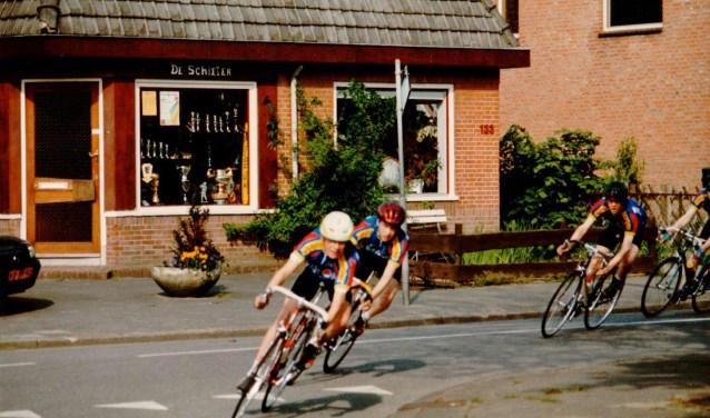 De Schieter was in de regio bekend om het ruime aanbod sportprijzen: wedsstrijdcups, vaantjes en medailles. De KNVB, Nederlande Judobond en veel sportverenigingen in de omgeving waren er klant.
