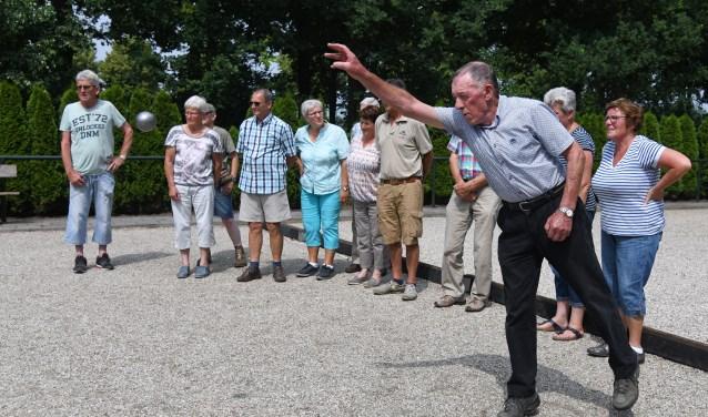 De Jeu de Boules activiteit met 14 deelnemers onder fraaie weersomstandigheden. Foto: Jan Wijten