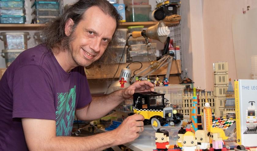 De kunstwerken die Zutphenaar Erik Kraan van Lego heeft gemaakt, zijn 16 en 17 juni te zien in de Hanzehal, tijdens het Lego-evenement Brickfest. (Foto: Willem Feith)