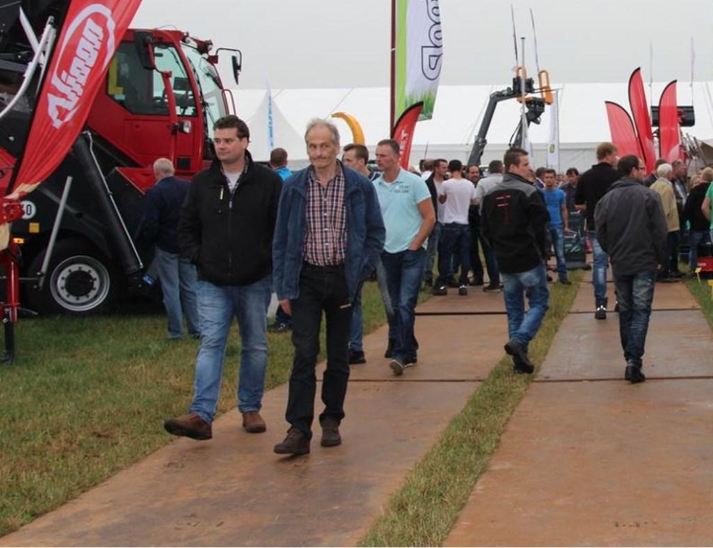 Bij de Land- en Tuinbouwbeurs zijn de de nieuwste staltechnieken en landbouwmachines te zien.