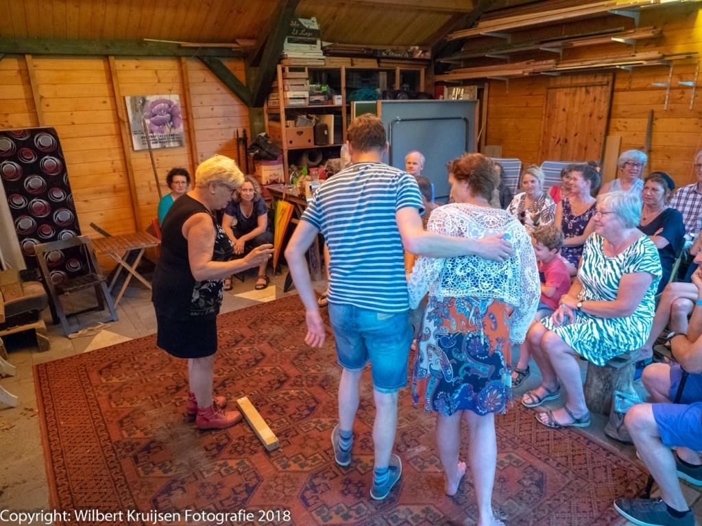 Theaterimprovisatie groep Van de Bank. (Foto Wilbert Kruijsen)  © Persgroep