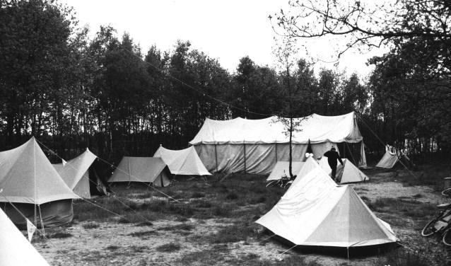 Tentenkamp op camping De Klinkaert in Drunen. Foto: SALHA (beeldbank, DRN02134)