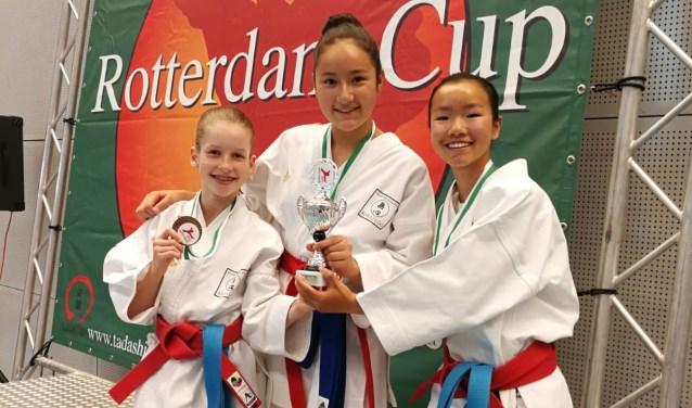 Van links naar rechts: Elisabeth Damhuis, Fern Eenkhoorn en Jinthe Hengstman uit Wierden.