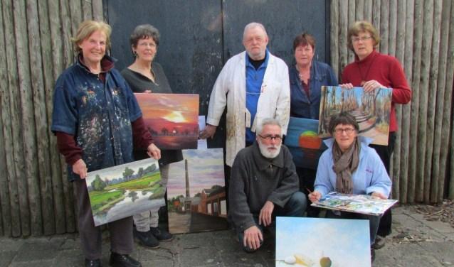 Leden van het Twents Palet tonen hun werken in de week van de amateurkunst in de Kunsthal Hof 88