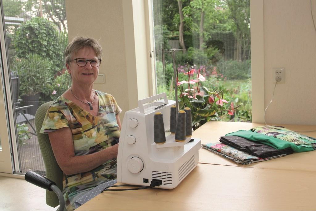 """Mieke Lesuis: """"Als je daarover nadenkt, dan wil je dat toch niet? Dan moet je dus ook die goedkope blouse of goedkope broek niet willen kopen. Kinderen horen niet in een fabriek te werken, ze horen naar school te gaan."""""""