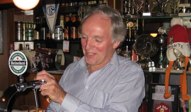 Wim Spekhorst tapt een pilsje in het aloude café.