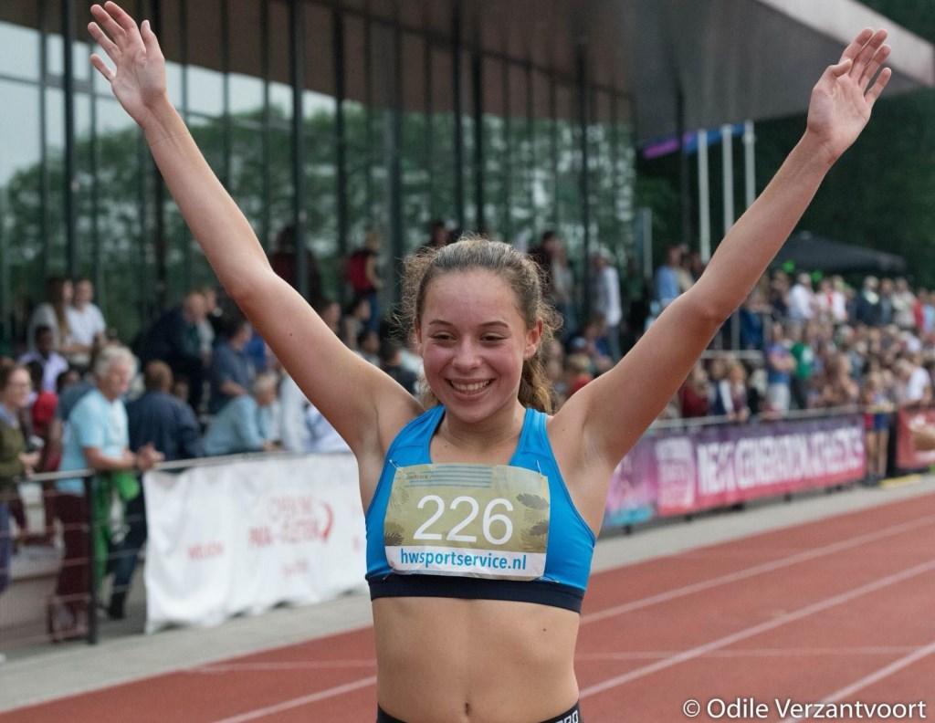 Bij de NGA heeft Yasmine Abbes uit Mook op de 1500 meter de limiet gelopen voor het Europees kampioenschap onder 18 jaar. In een spannende wedstrijd op haar eigen baan bereikte ze in een tijd van 4.28.23 minuten de limiet, de limiet was 4.30.00. Inmiddels hebben 5 meisjes B deze limiettijd behaald dus het worden volgende week in Emmeloord spannende Nederlandse kampioenschappen. Er worden door Nederland slechts twee atletes afgevaardigd naar   © Persgroep