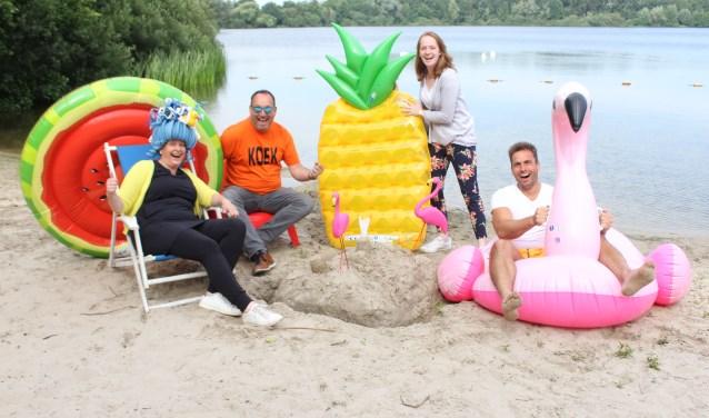 Christel, Frans, Marleen en Ronald roepen iedereen op om met hen mee te dobberen tijdens de eerste editie van Den Dungen Dobbert. Foto: Wendy van Lijssel
