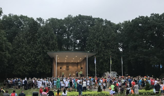 Volle bak in het Volkspark bij het Parkgebouw.