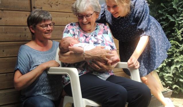 Vier generaties op de foto.