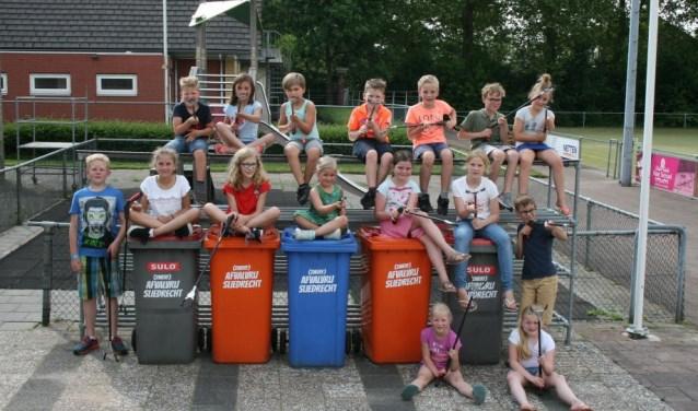 De kinderen hebben met elkaar afval geprikt. (Foto: Privé)