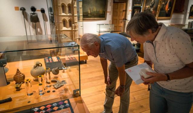 Oud-wielerkampioenen Jan Janssen en Tineke Fopma, hebben een aantal kunstwerken geselecteerd uit de collectie van het museum. Welke voorwerpen vinden zij bijzonder en waar hebben ze een persoonlijke binding mee? FOTO: PR
