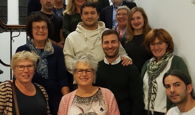 Medewerkers en cliënten samen. FOTO: Peter de Jong
