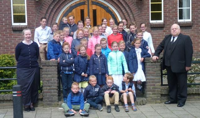 Meer dan dertig kinderen hebben zich ingezet om een mooi bedrag op te halen. Foto: Van Heek.